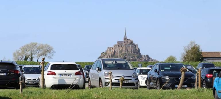 Bénéficier de notre accueil sur notre parking privé au restaurant La Ferme Saint-Michel