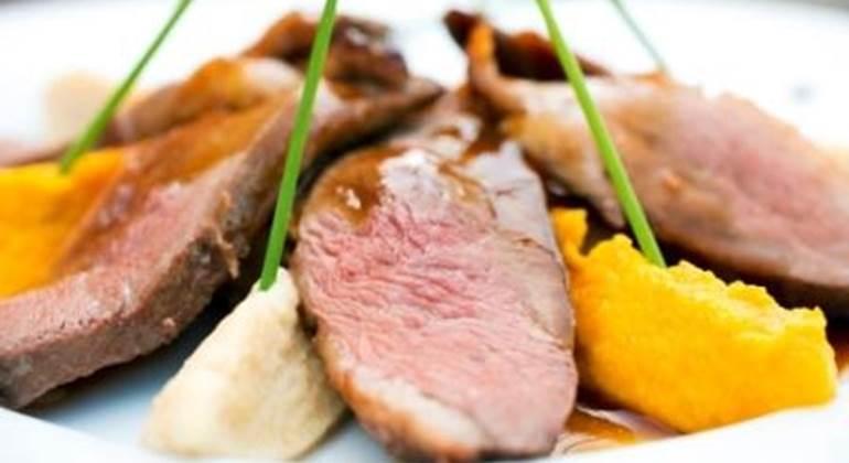 Nos viandes sont cuites et grillées à la cheminée