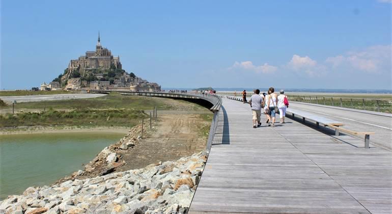 La nouvelle passerelle pour se rendre au Mont Saint-Michel