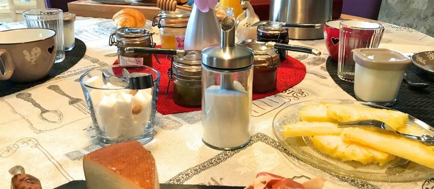 Petit déjeuner fait avec des produits maison