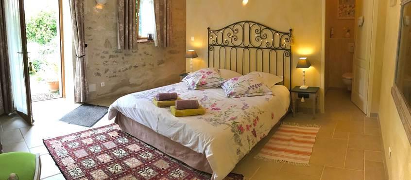 Grande chambre romantique, murs de pierres