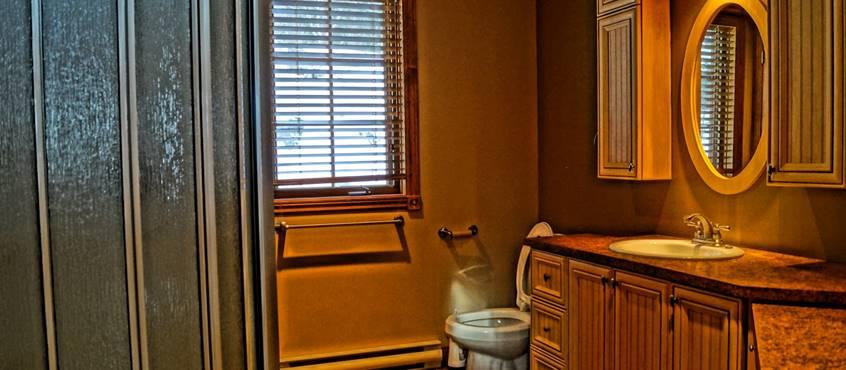 2eme salle de bains du chalet de l'auberge du Lac Thomas