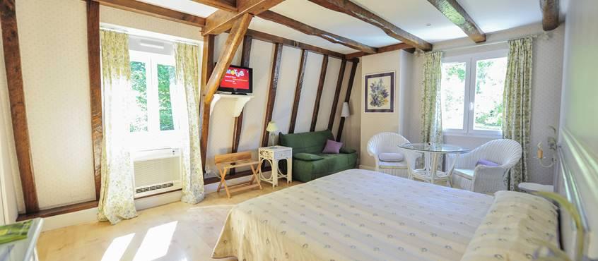 Villa Ric, chambres climatisées, vue nature, vacances à Saint-Céré