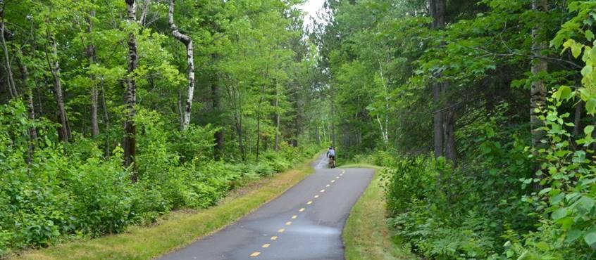 Piste cyclable la Tuque, domaine le bostonnais, en Mauricie Canada
