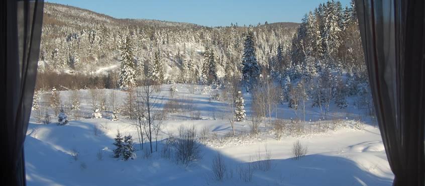 Vue d'hiver du Chalet L'Observatoire, Domaine le bostonnais, en Mauricie, Ville de la Tuque, Canada