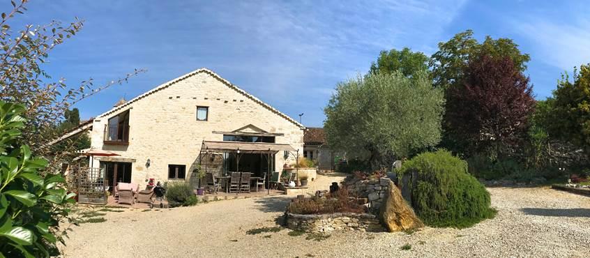 Vue sur la façade sud du Domaine Côté Granges