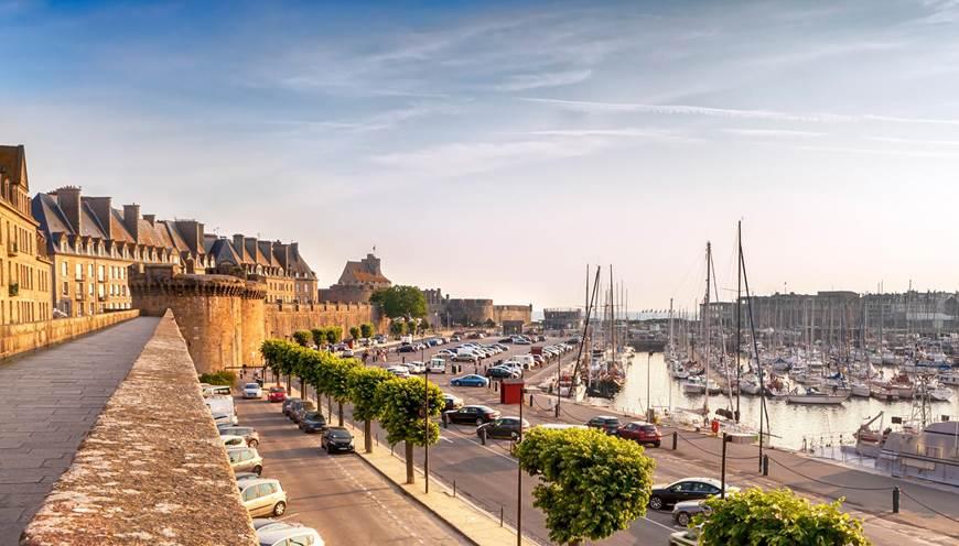 Saint-Malo, son port et ses remparts