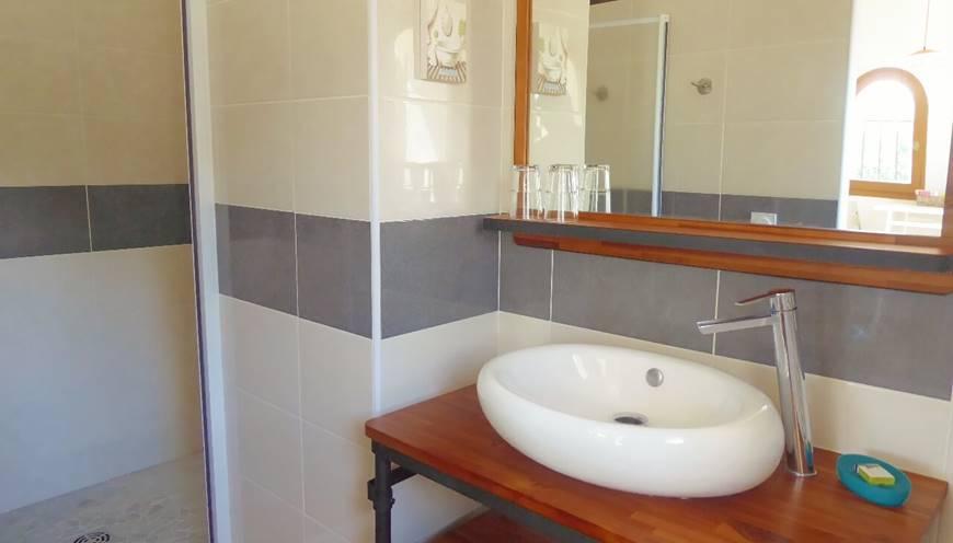 Chambre Massane salle d'eau