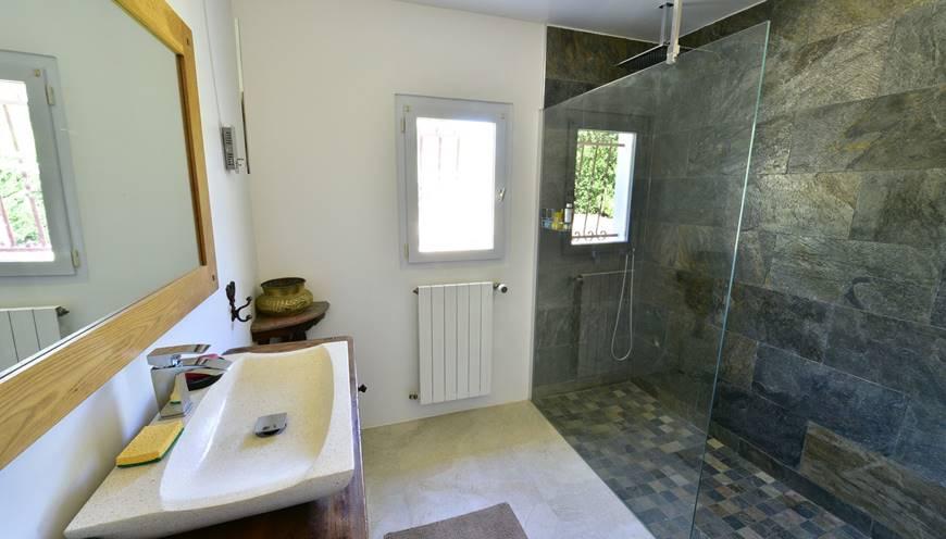 casadina-lestudio-salle-de-bain-gite-location-de-vacances-sommieres