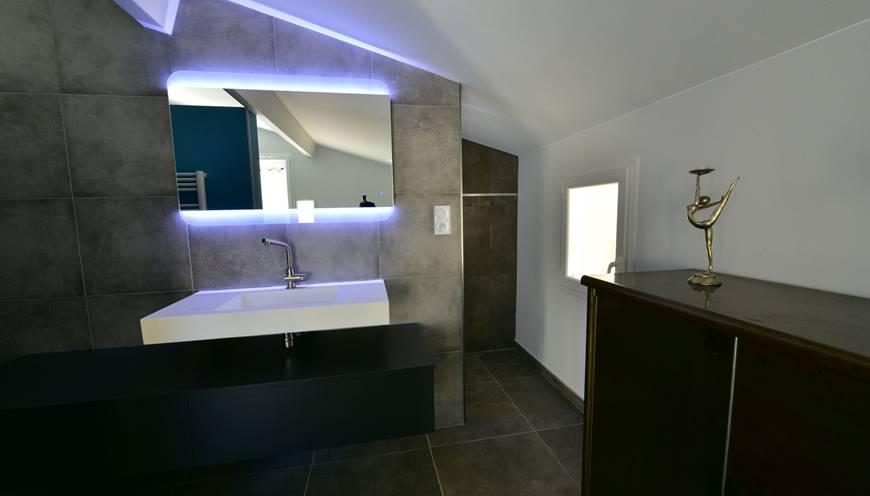 villaCUBIC-bathroom-sommieres
