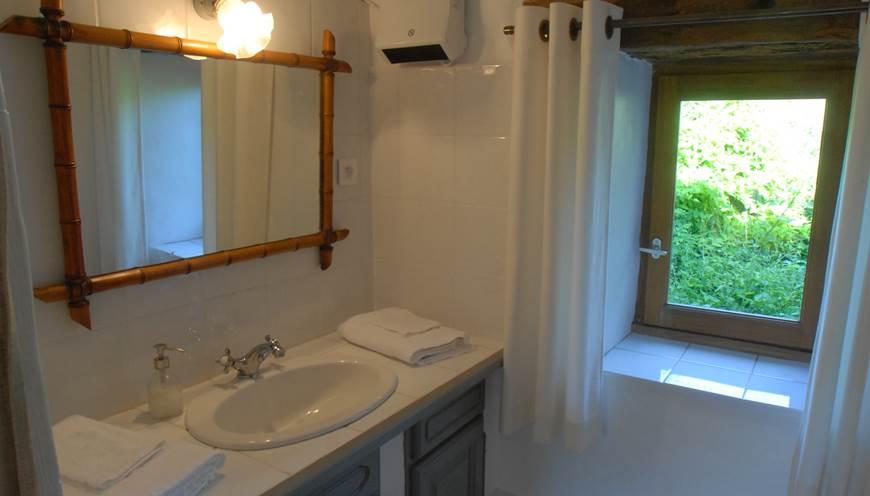 Salle d'eau de la chambre l'Etable