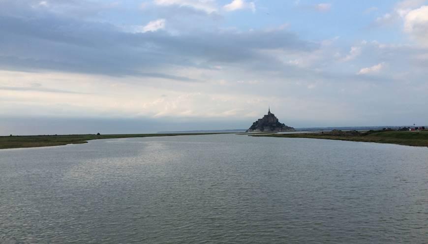 Depuis le barrage, observez le Mont Saint-Michel redevenir une île !