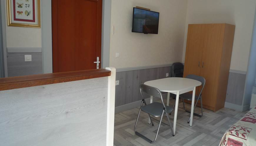 Chambre meublée N° 8