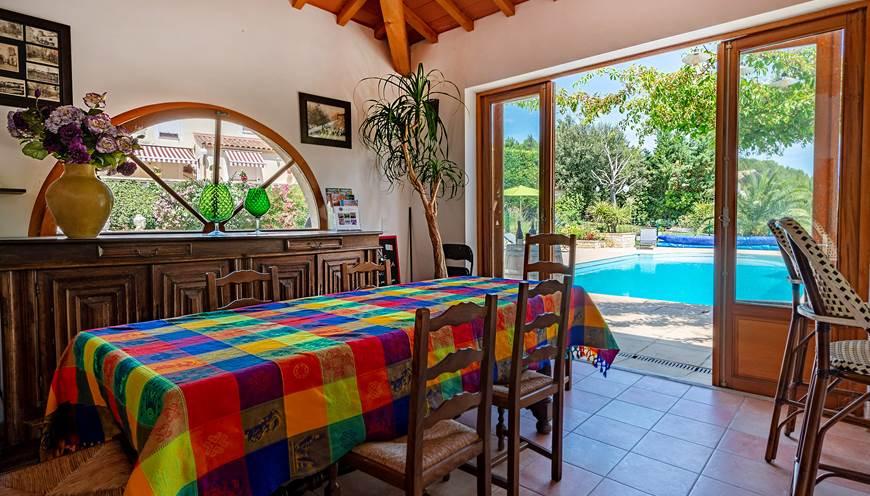 Casa-Dina-pool-house-espace-convivial