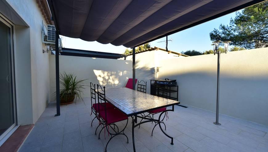 villaRIVIERA-terrasse-privative-pergola-sommieres