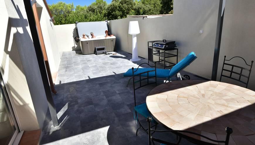 villaCUBIC-terrasse-plancha-jacuzzi-sommieres