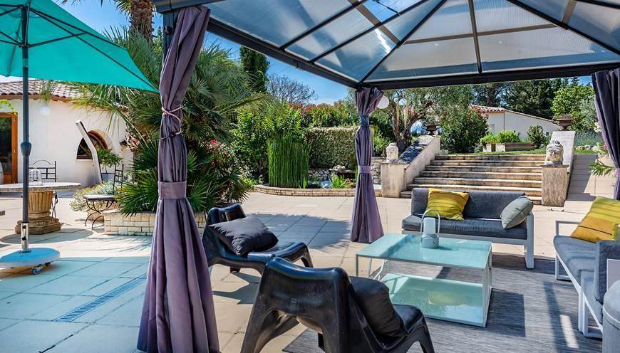 espace-détente-piscine-Sommières-Casa-Dina