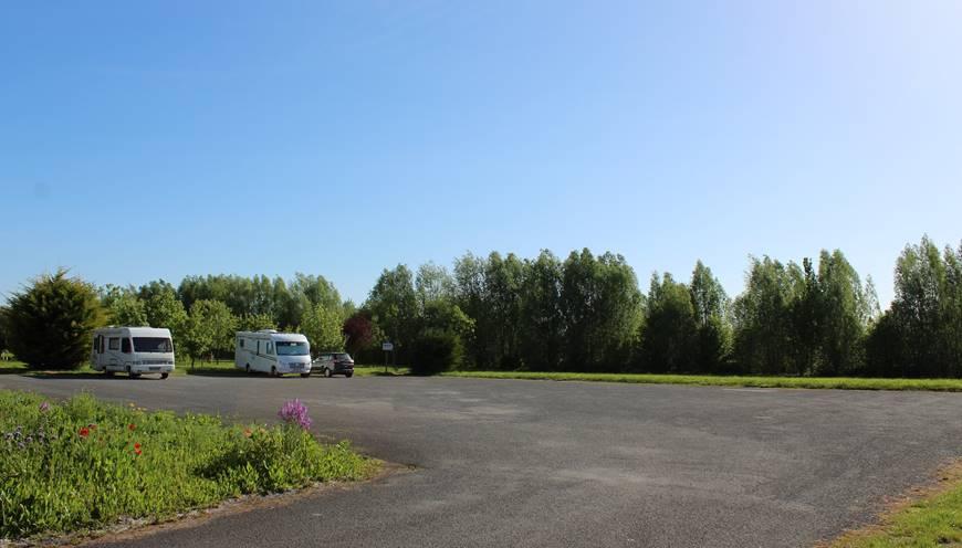 Accès et stationnement offert sur notre parking privé à 2 minutes à pied du départ des navettes gratuites pour le Mont Saint-Michel