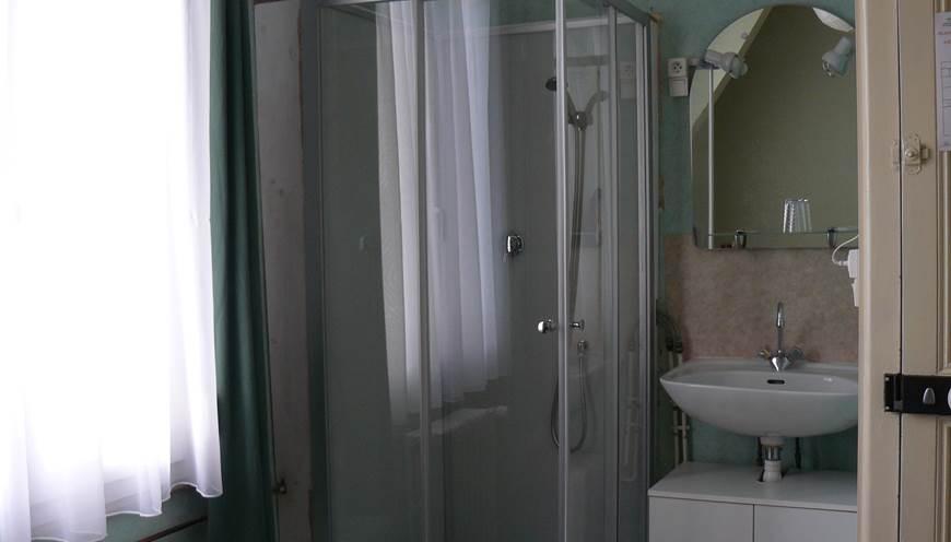 Chambre Simple Toilettes Partagés