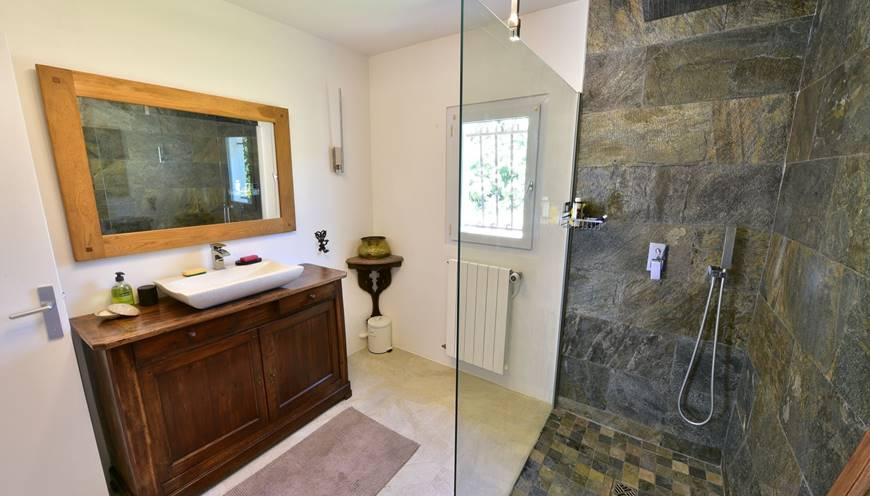 casadina-lestudio-bathhroom-gite-sommieres