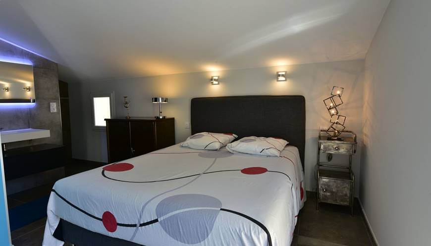 villaCUBIC-masterbedroom-chambre-sommieres