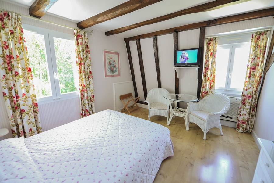Villa Ric, chambres climatisées à Saint-Céré proche Rocamadour, vue nature