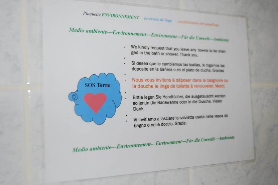 Affiche éco-responsable dans chaque salle d'eau Le Ranch des Lacs