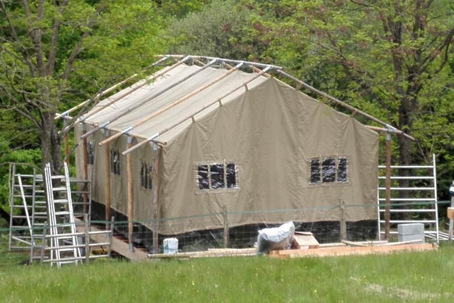la construction de la tente safari