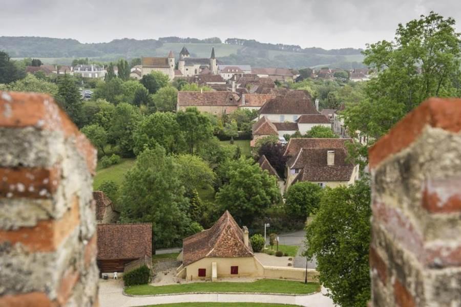 Vue-village-depuis-creneaux