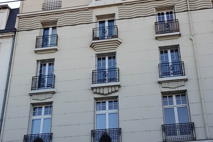 Les Effrontés Louis Blanc - La façade
