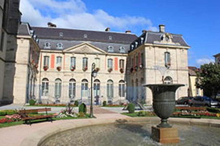 Remiremont_-_Ancien_palais_abbatial_9