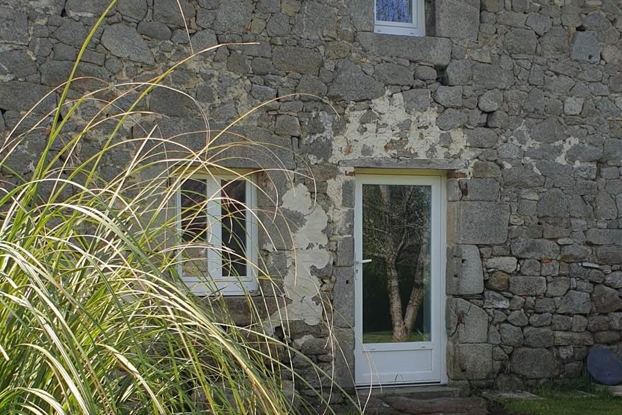 vue du jardin de Lo Maïsou - La Vieille Maison de Pensol (87)