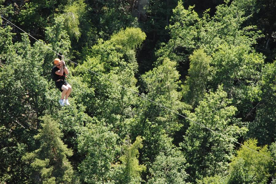 Les Chalets de la Margeride Belle descente en tyrolienne