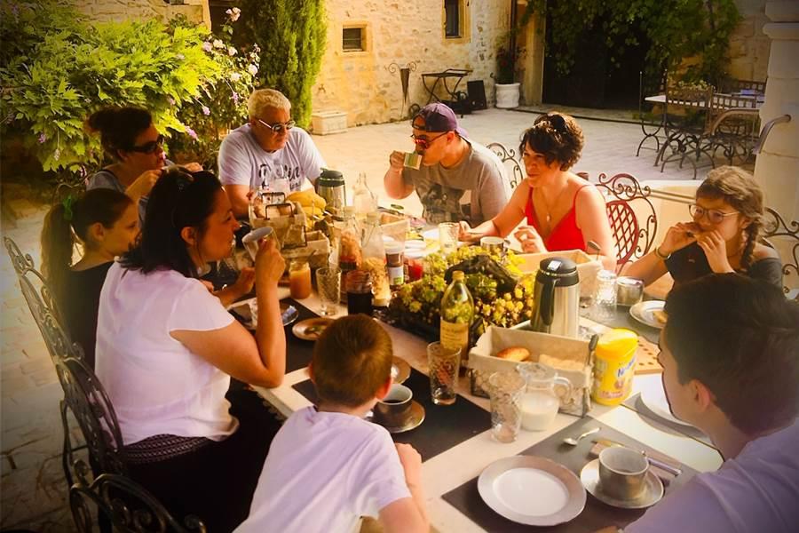 Le Clos Des Anges Groupe d'amis petit dejeuner