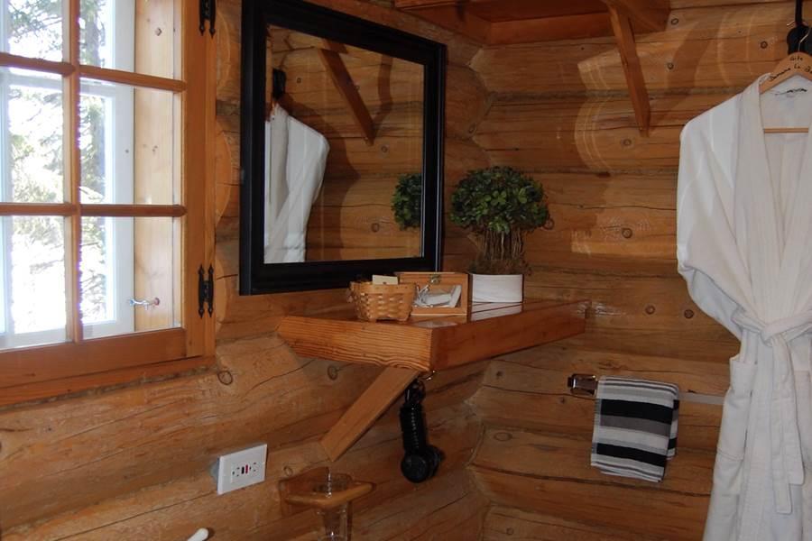 Salle de bain au Chalet Le Puisatier pour 2 personnes au Domaine le Bostonnais, hébergement La Tuque en Mauricie, Canada