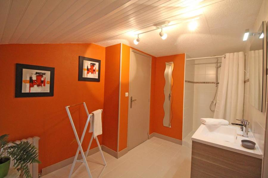 salle de bain feuillardier - La Vieille Maison de Pensol - PNR Périgord-Limousin