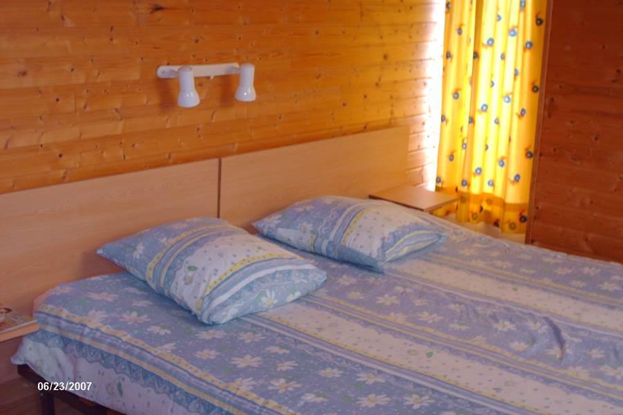 Chambre double 1er étage lit de 1,80m x 2,00m