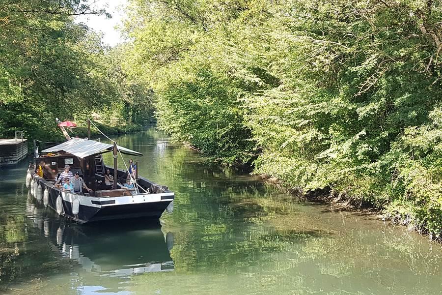 Balade en gabare sur le fleuve Charente - La Loge du Grand Cèdre, gite de charme, 17100 Saintes Fontcouverte