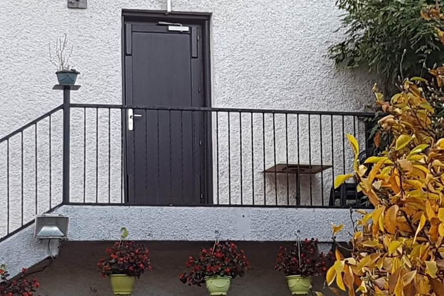 porte accès extérieur pour chambre La Pousse d'Or et Guimbelot
