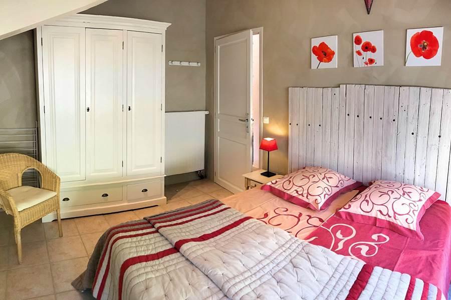Chambre du Cantalou avec grand lit de 160