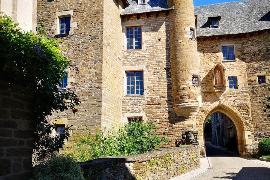Uzerche ©OT Terres de Corrèze porte Bécharie 2