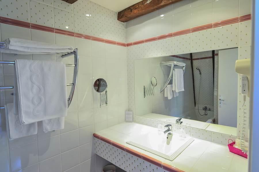 Salle de Bain, toilettes séparées