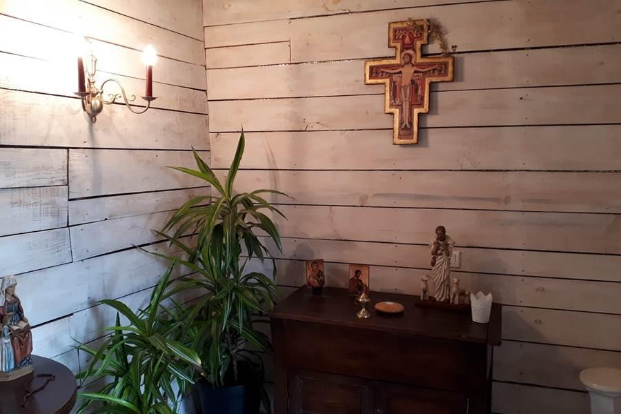 Oratoire face à la vallée de Turenne