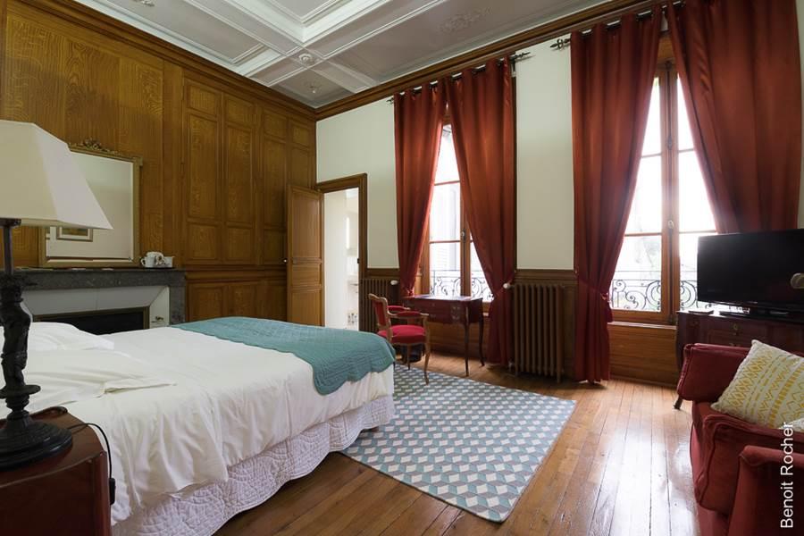 Suite 1 chambre, vue sur le jardin, boiseries, nouvelle-aquitaine