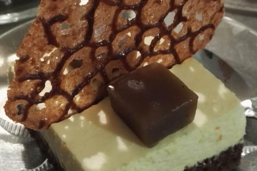 Bavarois orange-chocolat, tuile chocolat et pâte de marron