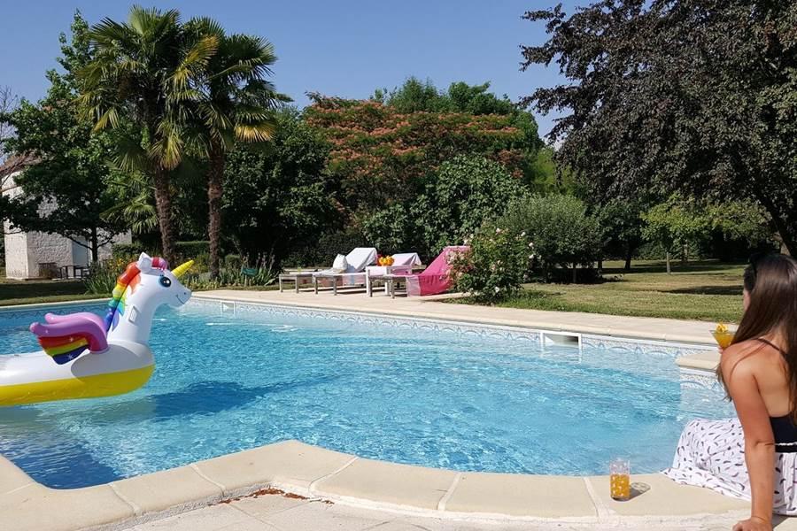 La piscine près du Pigeonnier