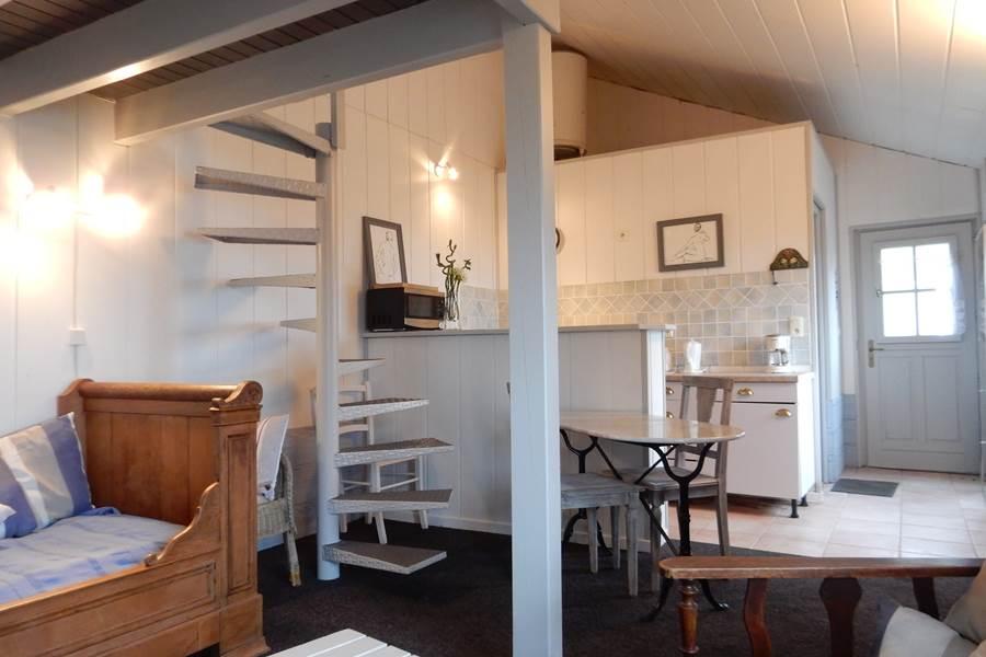 Intérieur du gîte, vue sur la cuisine