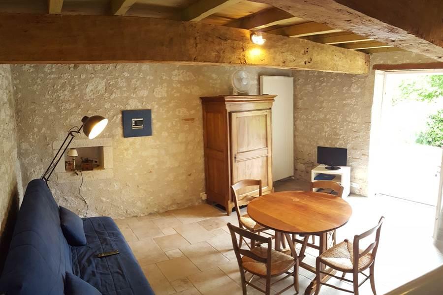 Salon, salle à manger du gîte le Pigeonnier à Saint-Loup