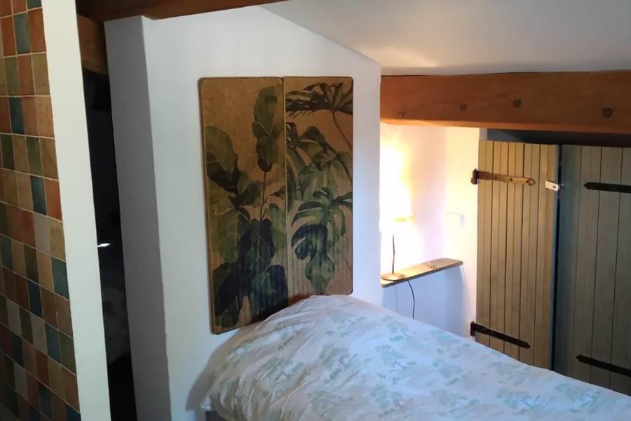 Chambre 3 lits , côté lit simple