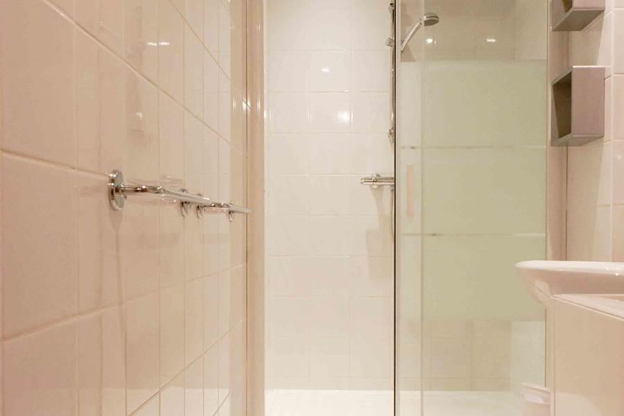 Eychauda - Salle de bains 1